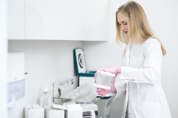 Grožio eksperimentų pasekmes tenka šalinti medikams