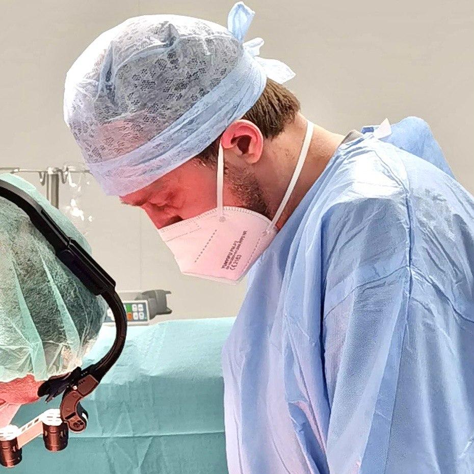 Chirurgas D. Černiauskas gydo hemorojų chirurginiu būdu